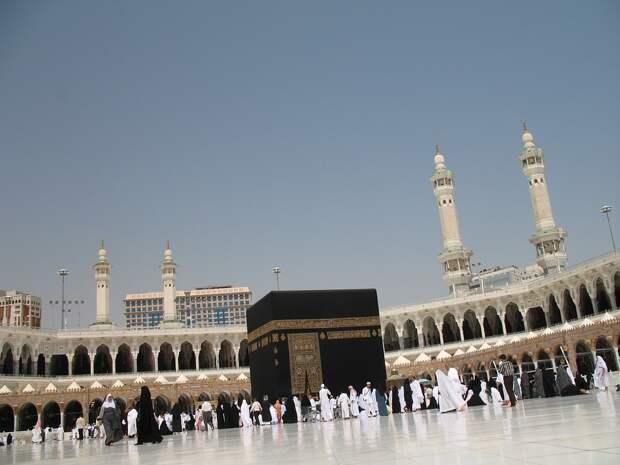 Власти Саудовской Аравии ограничили число желающих совершить хадж до тысячи человек