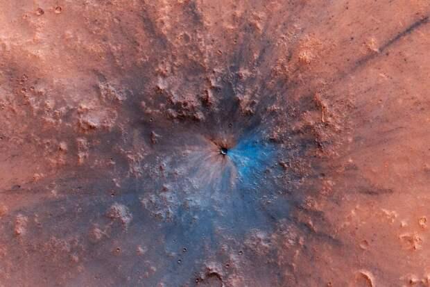 На Марсе нашли свежий кратер от мощного взрыва