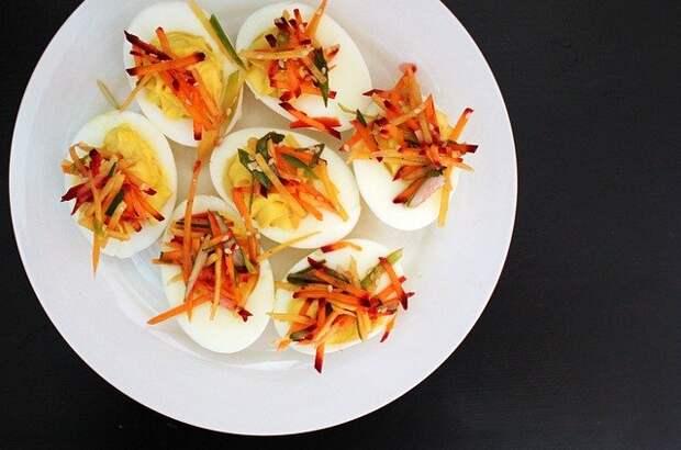От закуски до главного блюда. Пять вкусных и легких рецептов из яиц
