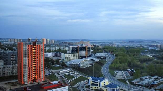 Жители Кемерова возмутились расклеенной по городу рекламе