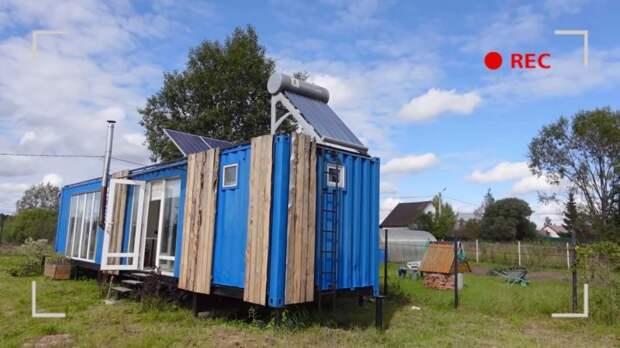 Дачный домик из 2-х контейнеров  — гениальное решение. Все соседи хотят попасть к нам в гости