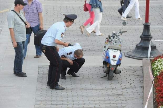 В парке Евпатории трехлетний пешеход попал под колеса мопеда