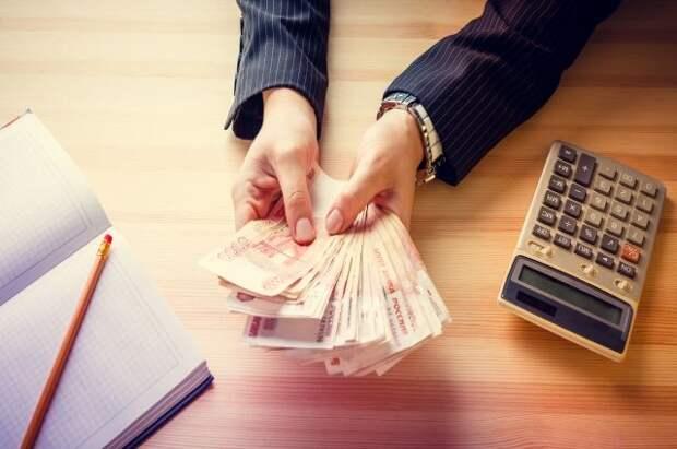 Россияне в августе взяли рекордное число кредитов наличными