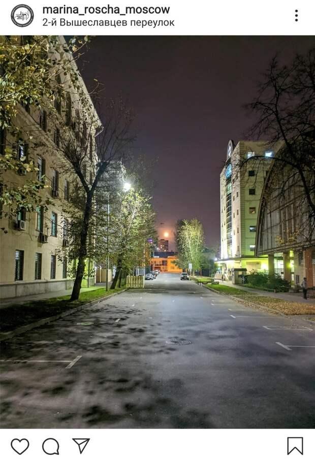 Фото дня: в Вышеславцевом переулке ночью светло, как днем