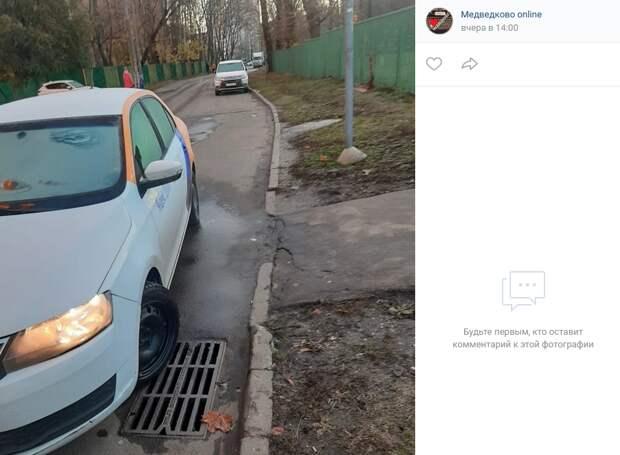 Автомобилист на Молодцова разделил жителей Медведкова на два лагеря