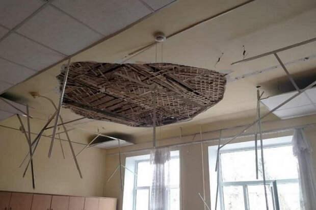 В Армавире закроют школу, где обвалился потолок