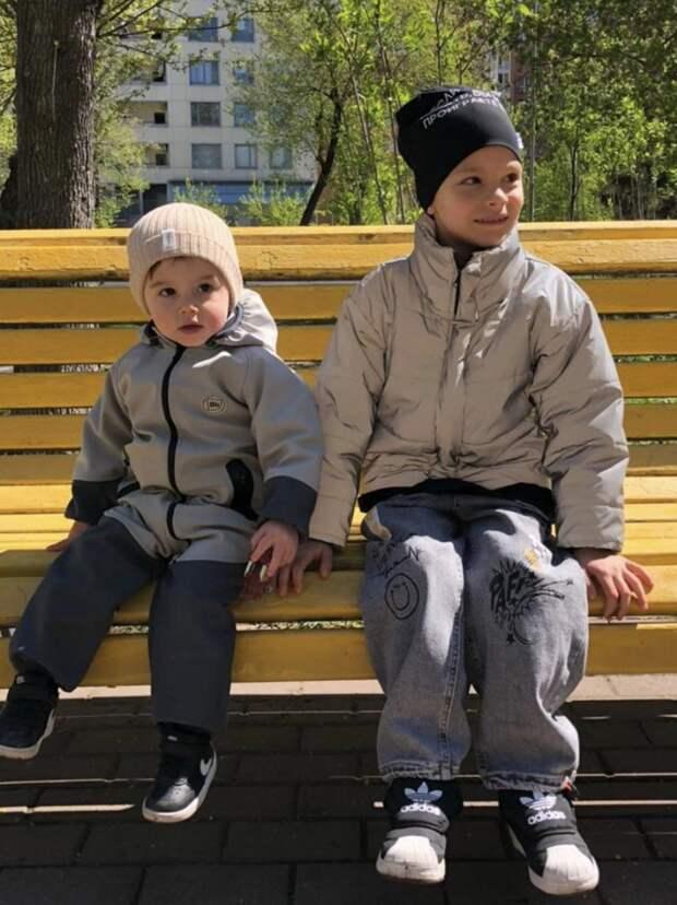 Мама Тимати показала совместное фото внуков