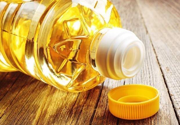 Масло растворит пластилин, а остатки можно стереть пеной для бритья или мыльным раствором / Фото: medaboutme.ru