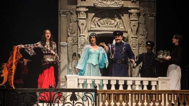 «Мечта реализовалась»: Бузова выступила на сцене МХАТа