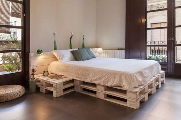 Кровать из поддонов своими руками: недорого, но очень стильно
