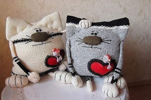 "Забавные ""тёплые"" кото-подушки"