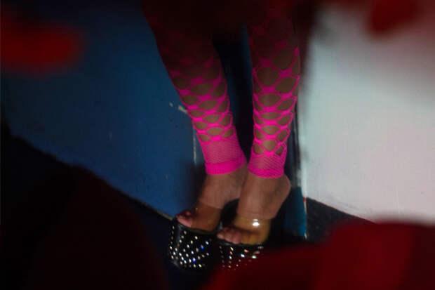 Проститутка украла деньги заказать проститутку в Тюмени ул Летняя