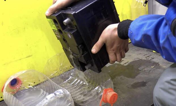 Восстанавливаем старый аккумулятор: промываем и даем ток