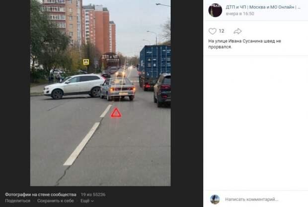 На улице Ивана Сусанина легковушка влетела в кроссовер