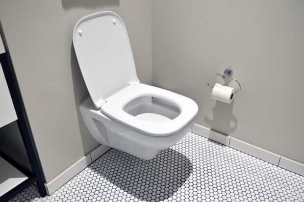 На Учинской кто-то перепутал лестничную клетку с туалетом