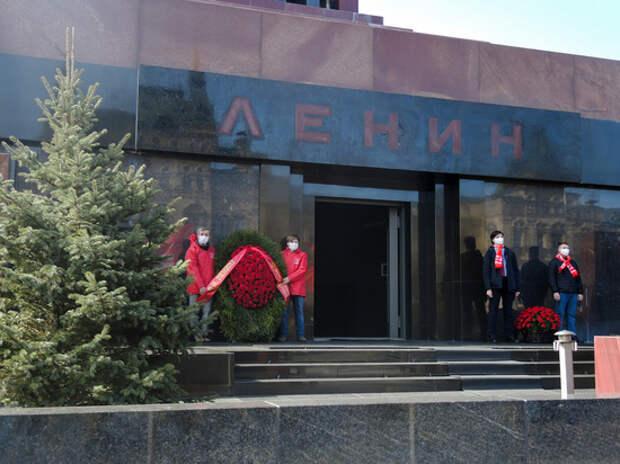 Коммунисты обратились к Путину с требованием