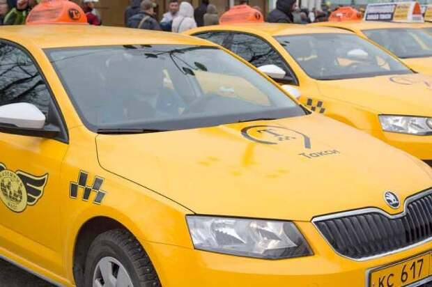 Московский таксист в ходе конфликта прострелил стекло чужой машины