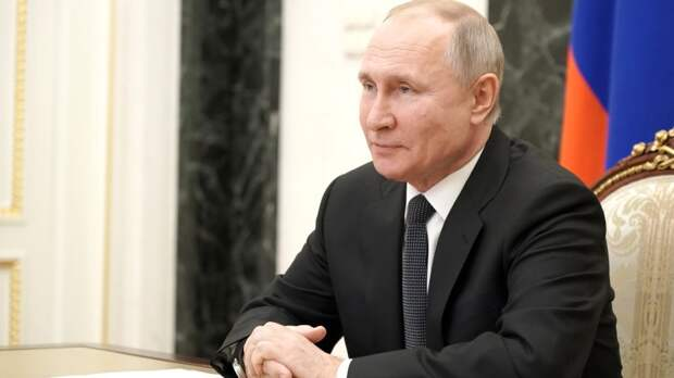 Владимир Путин посмеялся над вопросом о страхе перед оппозицией