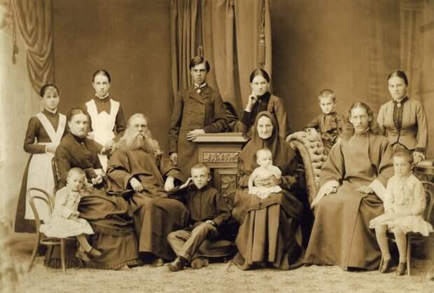 Казанский батюшка с семьёй