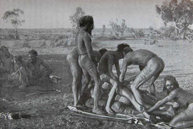 Обряд разрезания пениса у австралийских аборигенов