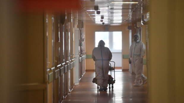 Врача нет, таблеток не хватает, выплаты порезали: Медсёстры из глубинки рассказали о борьбе с COVID