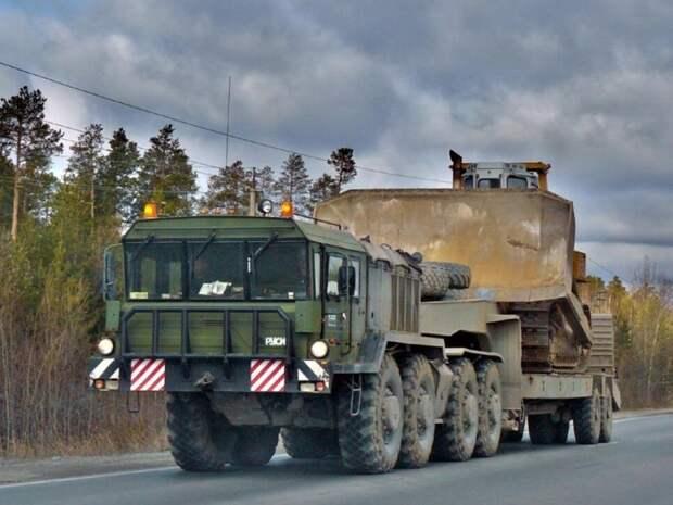 МАЗ-537: история появления необычного военного тягача