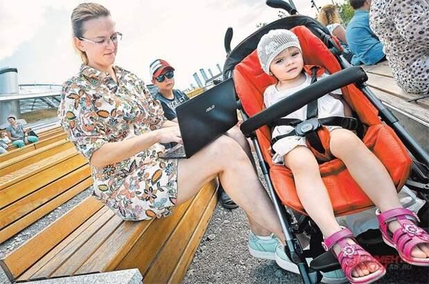 В Минтруде заявили, что семьи с детьми составляют 80% бедных в России