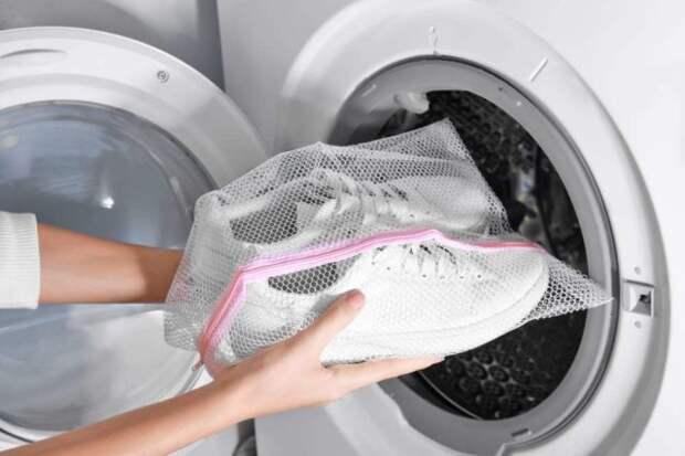 белые кроссовки в стиральной машинке