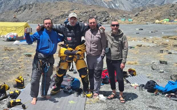 Польский альпинист повторно поднялся в гору, чтобы спасти троих россиян