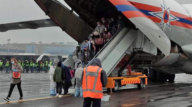 Самолеты МЧС доставили 112 человек в Россию из сектора Газа