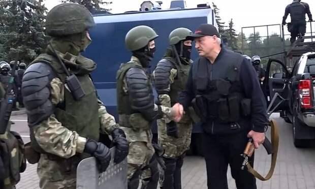 Лукашенко с автоматом послал сигнал не только Западу, но и России