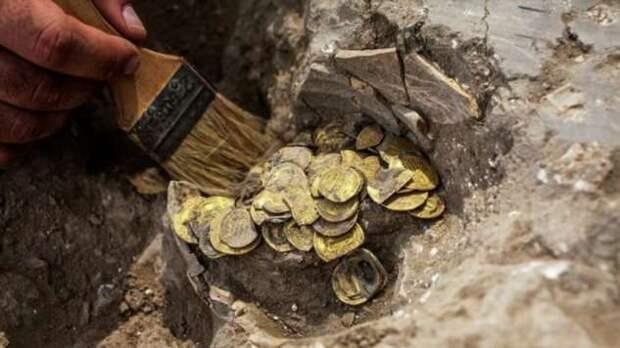 Золотые листья — как подростки нашли клад Аббасидского халифата возрастом 1100 лет