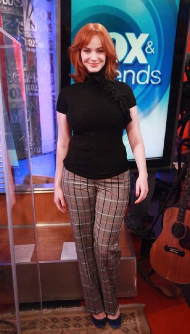 Актриса Кристина Хендрикс явно не прислушались к мнению стилистов. Клетчатые брюки делают ее фигуру бесформенной. /Фото: pictures.zimbio.com