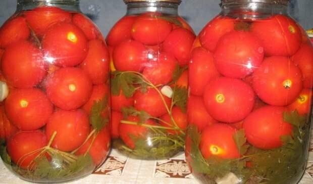 «Закуска кончилась». Полиция поймала пьяниц, воровавших солёные помидоры убабушки