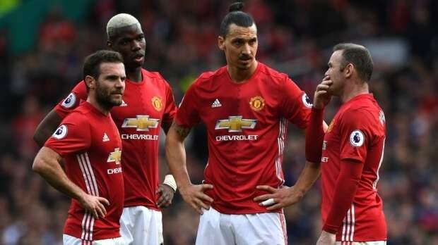 """Протестующие болельщики """"Манчестер Юнайтед"""" заблокировали вход на тренировочную базу клуба"""