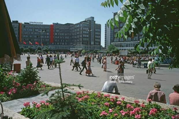 Восточная Германия 1980-ых в цвете.