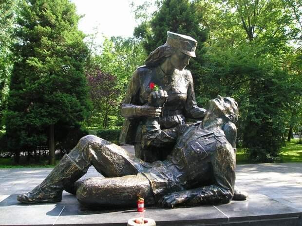 Во многих городах мира установлены памятники медицинской сестре. интересное, история, медсестры, подвиг, факты