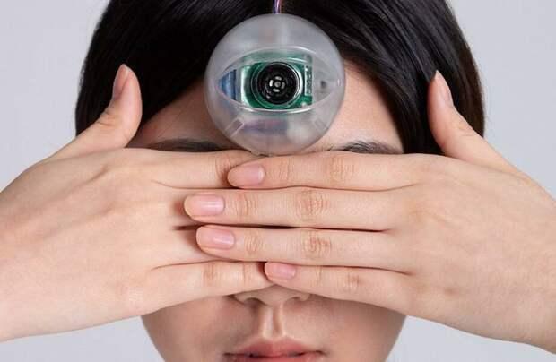 Дизайнер придумал «третий глаз» для всех, кто не может оторваться от гаджетов