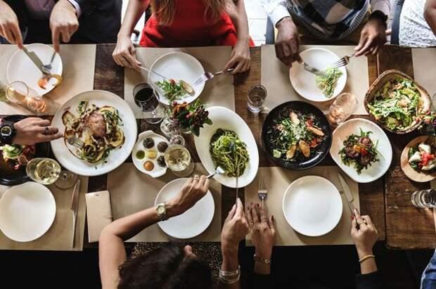 Пять ошибок за новогодним столом, которые нанесут вред фигуре