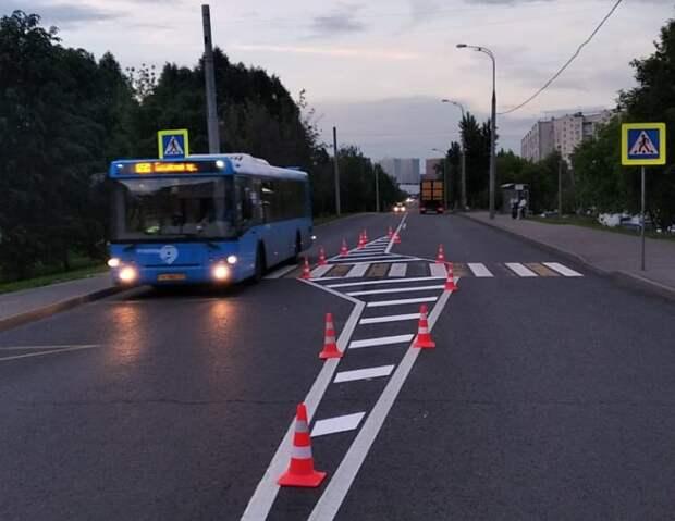 На Донецкой в районе пешеходного перехода разметили «островки безопасности»