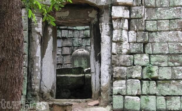 Пирамида Прасат Тхомхранит свою тайну