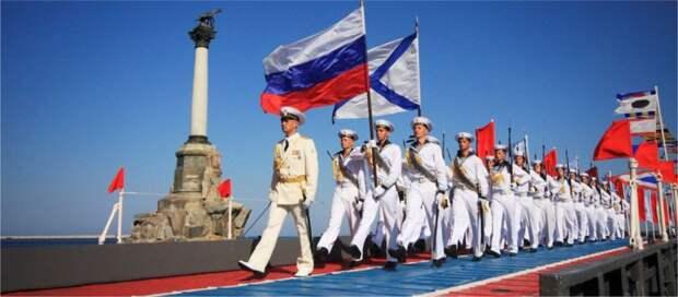 «ИНФОРМЕР», севастопольцы и гости города поздравили военных моряков с Днём Военно-морского флота России