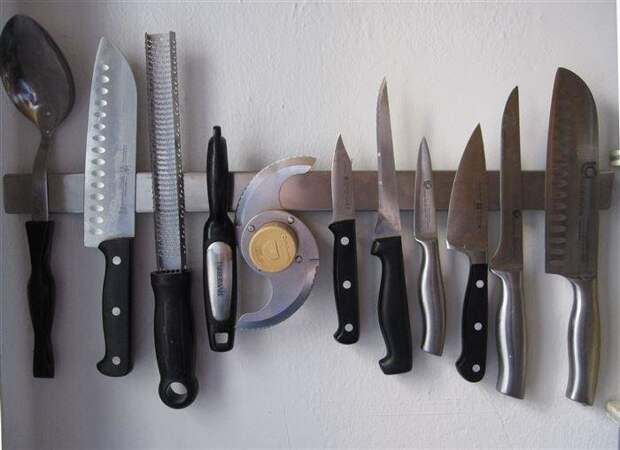 Хранение ножей при помощи магнитного держателя. / Фото: Pinterest.ru
