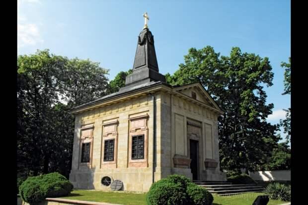 Часовня-усыпальница великой княгини Александры Павловны, палатины венгерской. Юрём близ Будапешта.