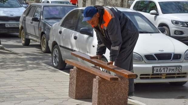 Уличные скамейки устанавливают на центральной улице Судака