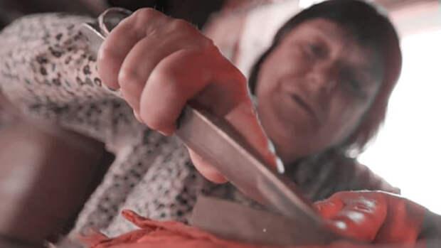 Баба Галя метает ножи (ТРЕЙЛЕР)