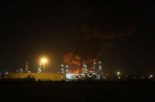 На нефтеперерабатывающем заводе в Тегеране произошел крупный пожар