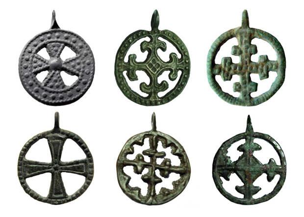 Рис.6 Древнерусские нательные крестовключенные подвески 11-13 вв.