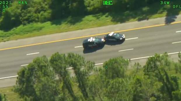 Во Флориде злоумышленник украл сразу 2 полицейских автомобиля во время погони