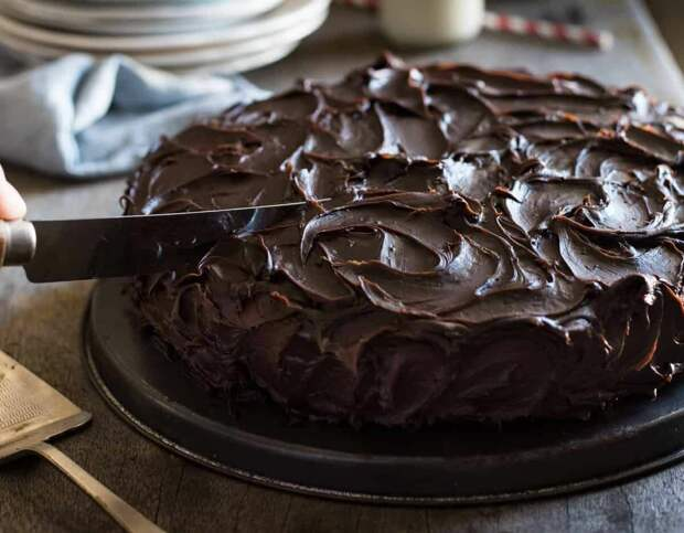 Легкий шоколадный торт с шоколадной глазурью